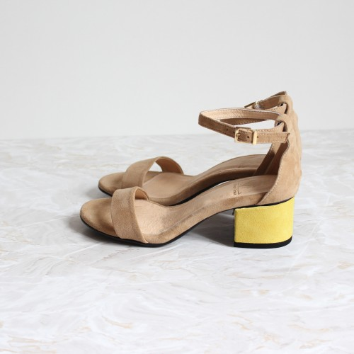beige sandals 4,5 cm yellow heels