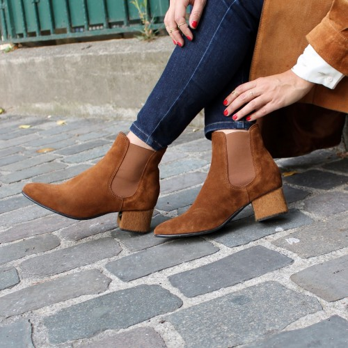 Camel boots brown fur heels